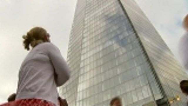 News video: Greenpeace activists scale London's Shard to protest Arctic drilling